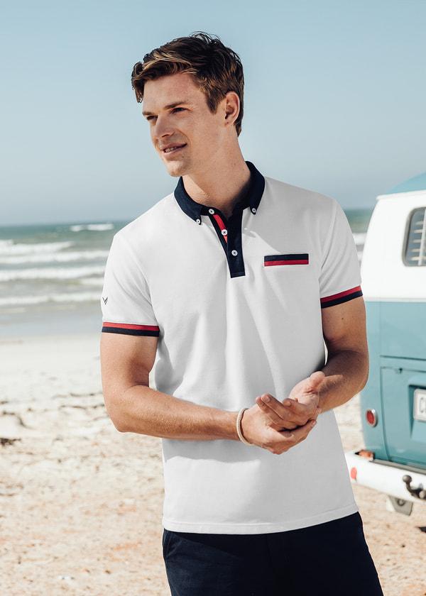 8caff9fbaa568d Schickes Herren Poloshirt aus hochwertiger DELUXE Piqué-Qualität. Der  kontrastfarbige Button Down Kragen und die Knopfleiste harmonieren perfekt  und ...